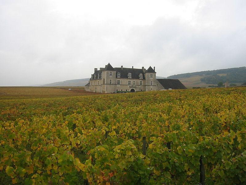 800px-Chateau_du_clos_de_Vougeot_2