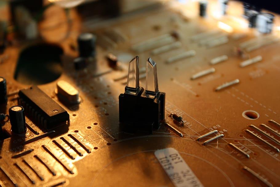 circuit-board-microprocessor-capacitor-electronics